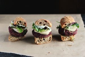 Lentil, Beet + Walnut Burgers with Quick Pickled Fennel + Sunflower Seed Aioli ⎮ happy hearted kitchen
